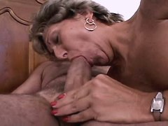 Mature gets oral and fucks in bed