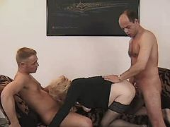 Blonde mom has hot fuck in theesome