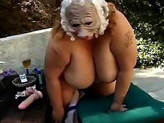 Lonely chubby woman plays with juicy pussy in bed
