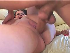 Over weight vixen fucking with dude